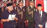 180px-Suharto_resigns